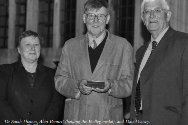 Dr Sarah Thomas, Alan Bennett (holding the Bodley medal), and David Vaisey