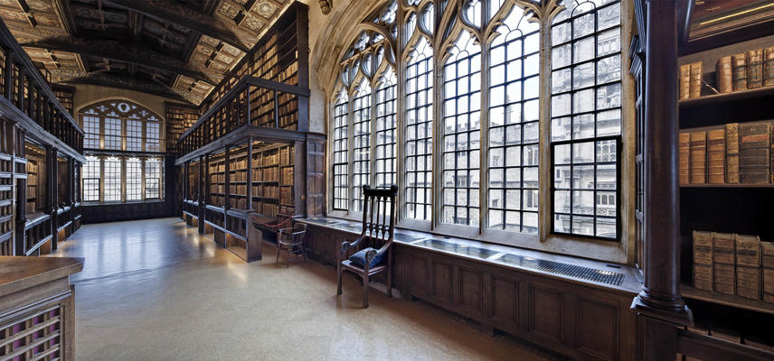Large window between bookcases in the historic Duke Humfrey's Library